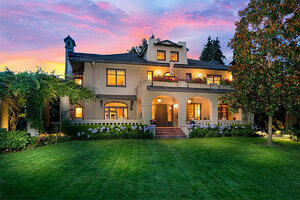Former Starbucks CEO puts $3.7M home on market