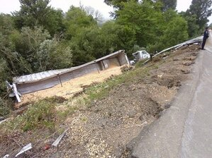 Roseburg man suffers serious injuries in Hwy 42 semi-truck rollover
