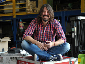 Dave Grohl continues Taylor Swift campaign