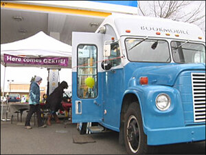 'Gertie' gives out books to Eugene's avid readers