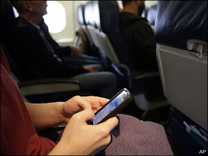 Poll shows strong opposition to in-flight cellphone calls