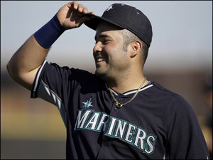 Montero helps Mariners beat White Sox 7-4