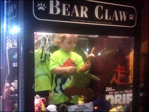 Nebraska toddler gets stuck inside claw machine
