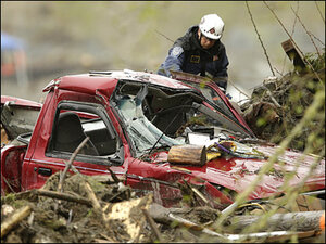 Obama prepares to visit mudslide; number of dead rises to 41