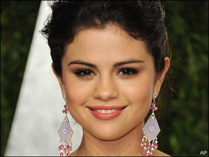 Rumors: Selena Gomez dumps Bieber, finds new beau