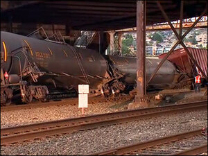 Oil train derails under Seattle's Magnolia Bridge