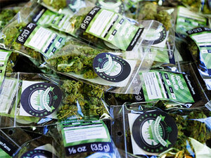 Citing federal law, Coos Bay bans pot shops