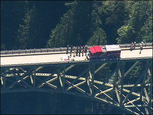 Man falls down steep slope below Washington's highest bridge