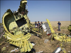 Ukraine: Body parts retrieved at jetliner crash site