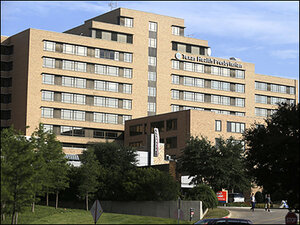 First Ebola case diagnosed in US at Dallas hospital