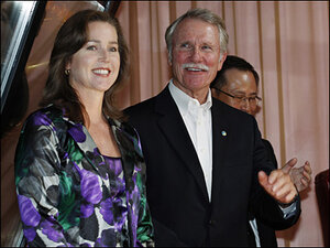 Kitzhaber seeks ethics review of fiancée, Cylvia Hayes