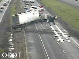 Fatal crash closes I-5 near Albany for hours