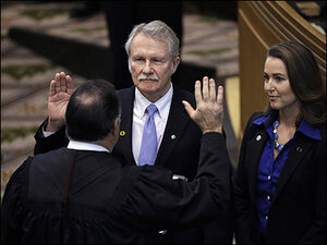State AG temporarily suspends investigation into Kitzhaber, Hayes