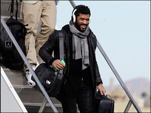 Photos: Seahawks land in Arizona after epic send-off