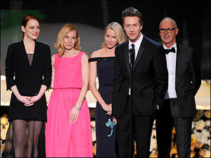 SAG Awards win sends 'Birdman' Oscar hopes soaring