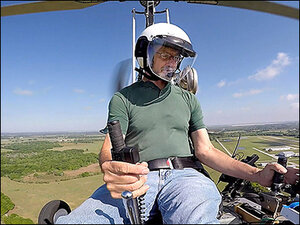 Pilot of gyrocopter that landed near US Capitol charged