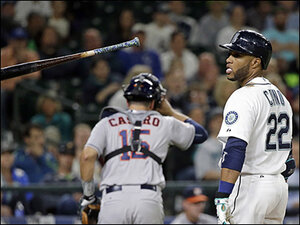 Valbuena hits two HR in Houston's 7-5 victory over Mariners