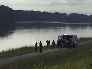 Divers find woman's body in pickup submerged in Columbia River