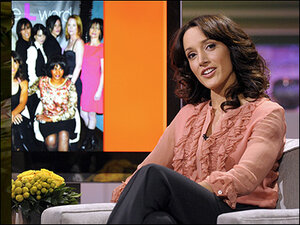 Jennifer Beals criticized for leaving dog in car in Canada