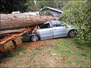 2 dead, 4 hurt as powerful windstorm slams Northwest