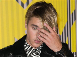 Drunken Justin Bieber smokes, pours booze on audience during show