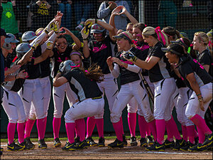 Ducks defeat Cal Golden Bears in the 5th with mercy rule, 15-3
