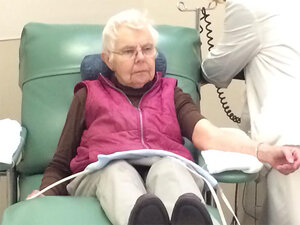 Woman donates blood for 500th time