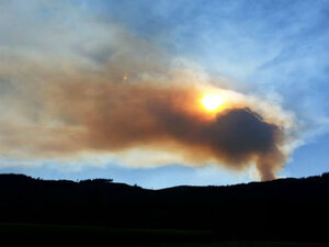 Evacuation orders issued as crews battle 400 acre fire near Henry Hagg Lake