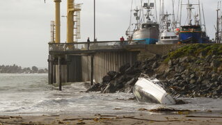 Oregon Coast Storm Sinks Sailboat!