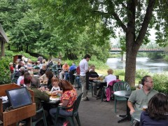 Dining on the Gorgeous Willamette River