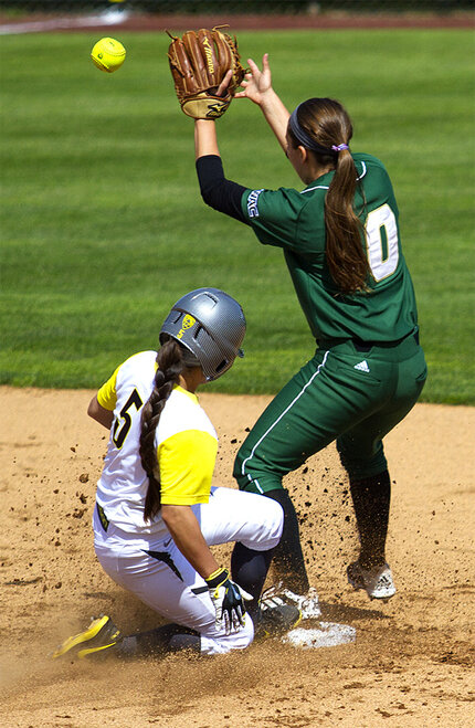 Ducks sweet Utah Valley in doubleheader - 06 - Photo by Oregon News Lab