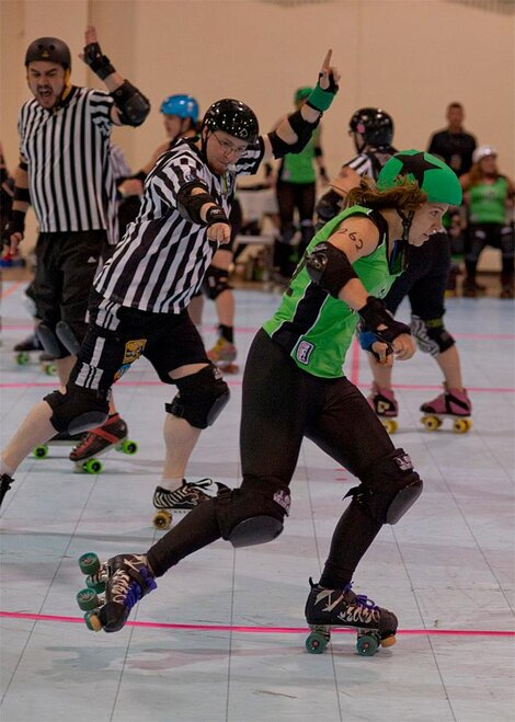The Big O - Emerald City Roller Girls vs Sin City Roller Girls 02 - Photo by Tristan Fortsch _ KVAL News