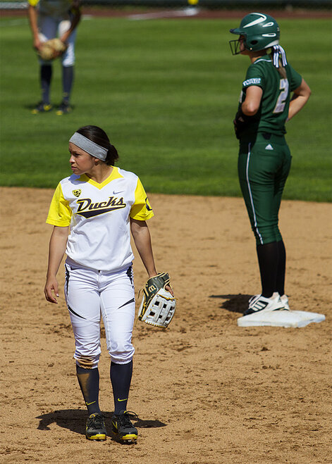 Ducks sweet Utah Valley in doubleheader - 11 - Photo by Oregon News Lab