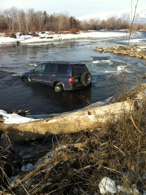 Car crashes into Naches River