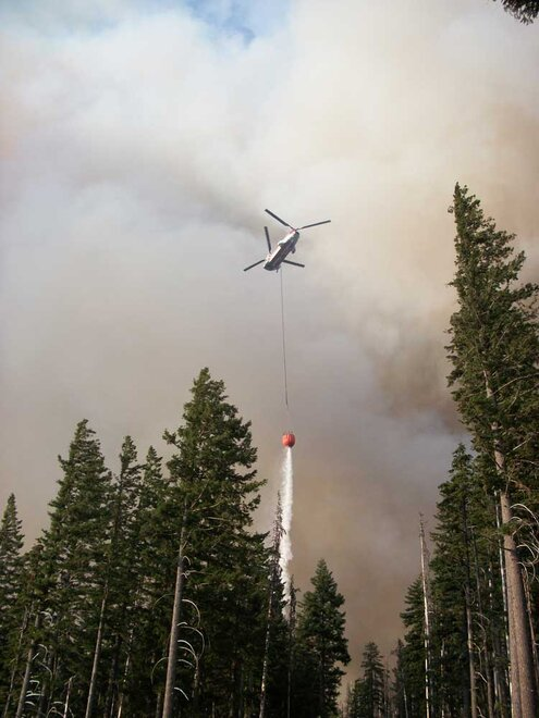 Chinook  helicopter on Badger Butte fire in Oregon by Dave Fauss