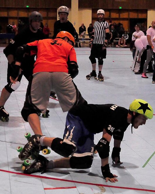 The Lane County Concussion and Emerald City Roller Girls host The Big O -05- Photo by Noah Gurevich_Oregon NewsLab