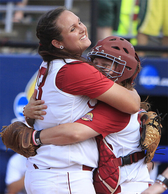 APTOPIX WCWS NCAA Alabama Oregon Softball