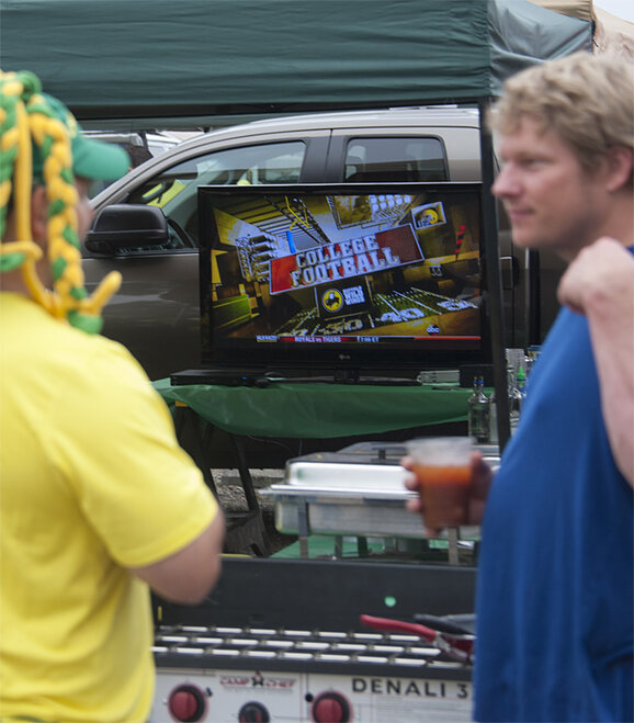 Tailgating as Oregon hosts Tennessee - 17 - Photo by Tristan Fortsch