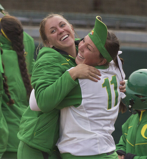 Ducks Softball sweeps Washington Huskies - 41 - Oregon News Lab Photo