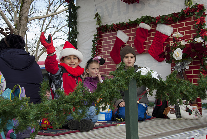 61st annual Springfield Christmas Parade - 02 - Photo by Tristan Fortsch