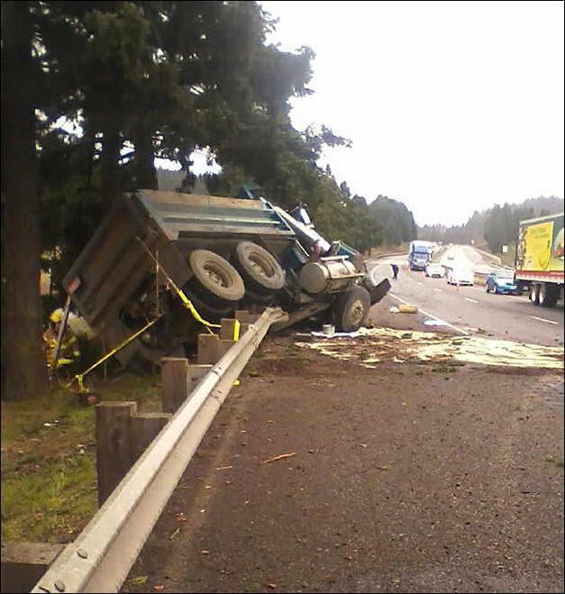 Truck crash in Sutherlin