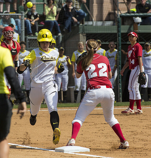 Ducks defeat Wisconsin Badgers 6-1 in 2nd round of Regionals - 04 - Oregon News Lab Photo