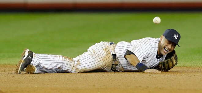 Jeter breaks ankle, Tigers win ALCS opener