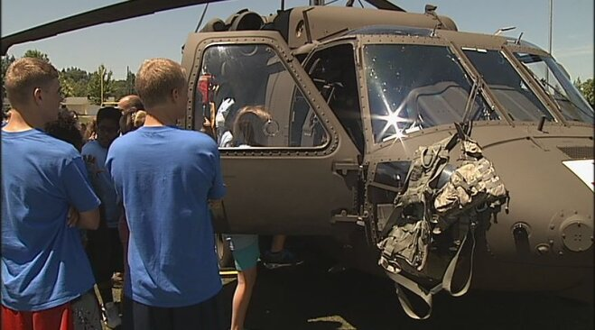 Blackhawk helicopter crew visits youth camp in Eugene (1)