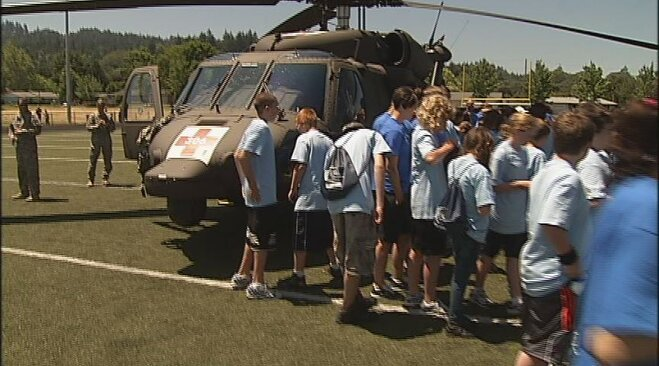 Blackhawk helicopter crew visits youth camp in Eugene (4)