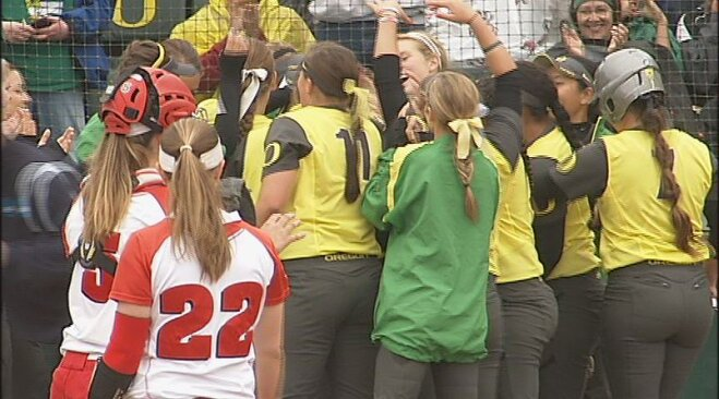 Ducks blank Badgers 3-0 to win NCAA regional