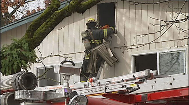 Firefighters respond to apartment fire at Maple Manor (5)