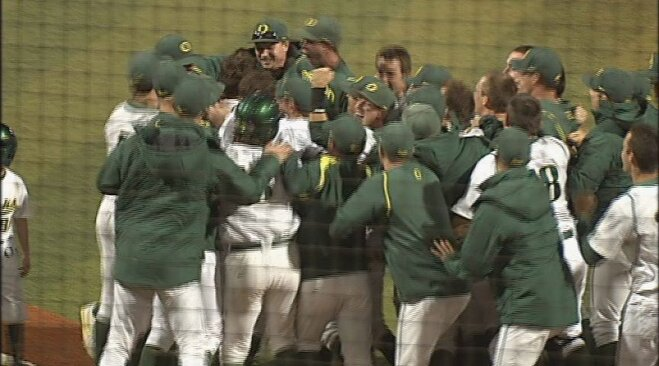 Healy launches Ducks' 1st walk-off homer at PK Park, defeats UW in extras