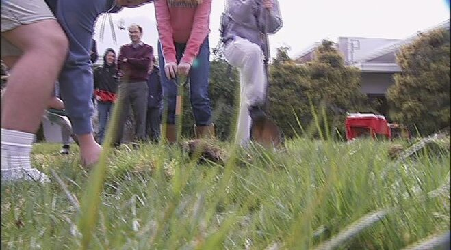 South Eugene High School students plan memorial garden (2)