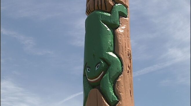 Totem pole placed at Spencer Butte Middle School (6)